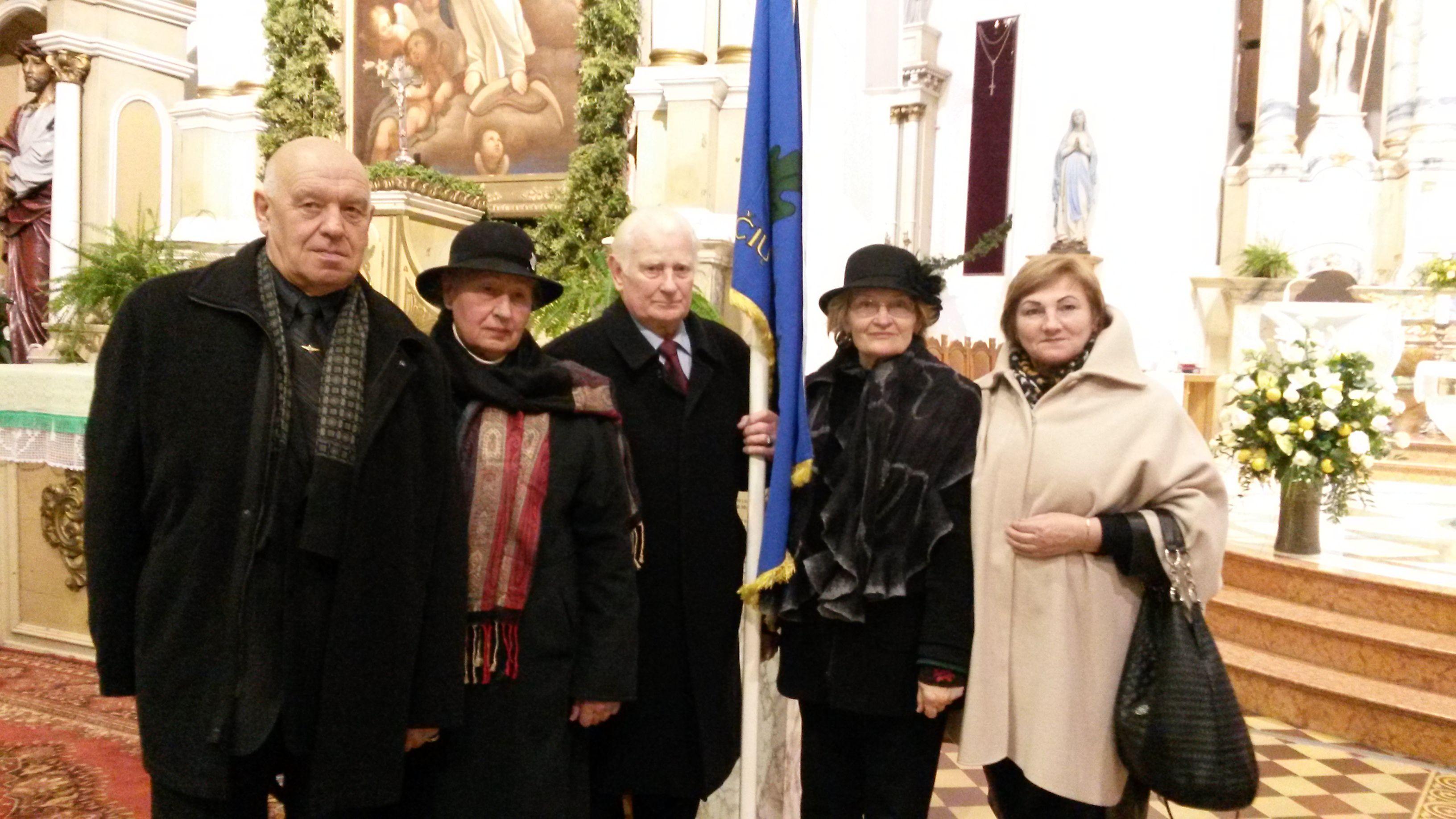 iš kairės į dešinę S.Kasparavičius, L. Vaitkevičienė. A. Vaitkevičius, R.Chmieliauskienė, S.Jokšienė